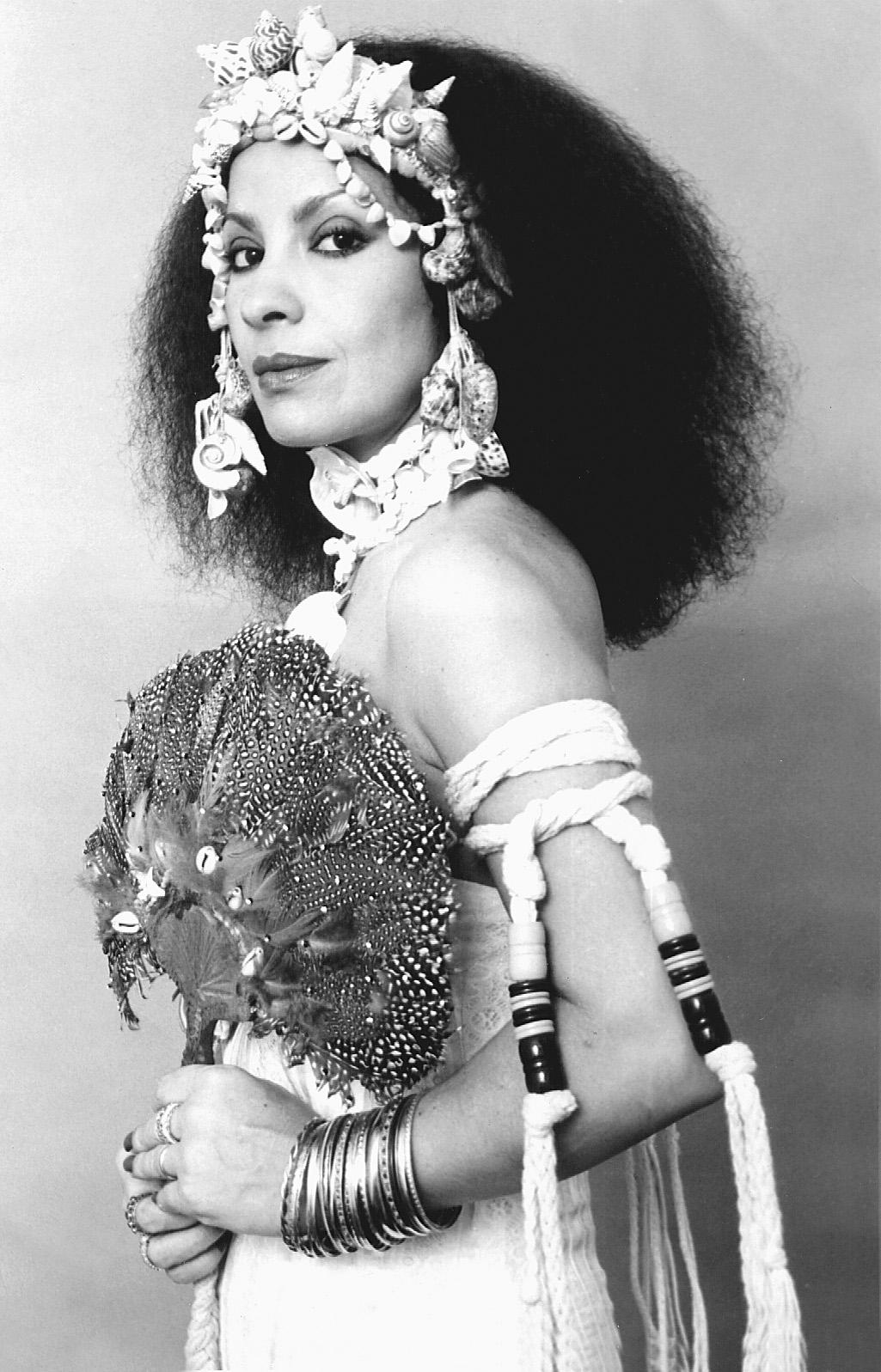 Clara Nunes: relançamento de biografia e enredo na Sapucaí de uma artista fundamental da música brasileira. Foto de Wilton Montenegro (Divulgação)
