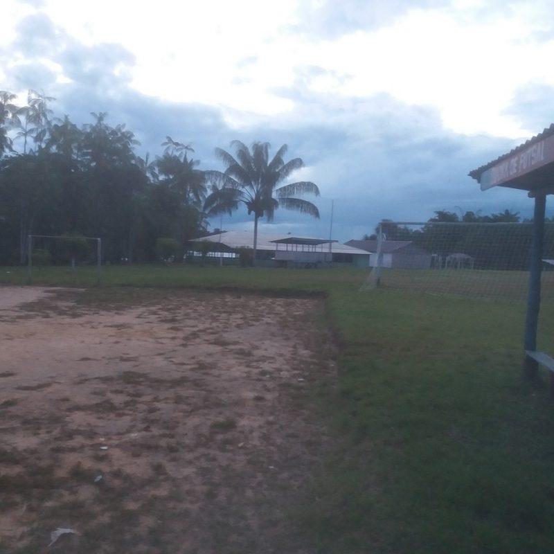 Detalhe da 'quadra de futsal' de Irari Ponta, atrás do campo de futebol. Foto Luis Edmundo Araújo