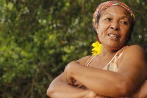 """Elisa de Souza, cujo nome indígena Pataxó é Katauá: """"Acho que os animais que sobreviveram vão se mudar, porque não vão também beber dessa água"""" (Foto: Camila Nóbrega)"""