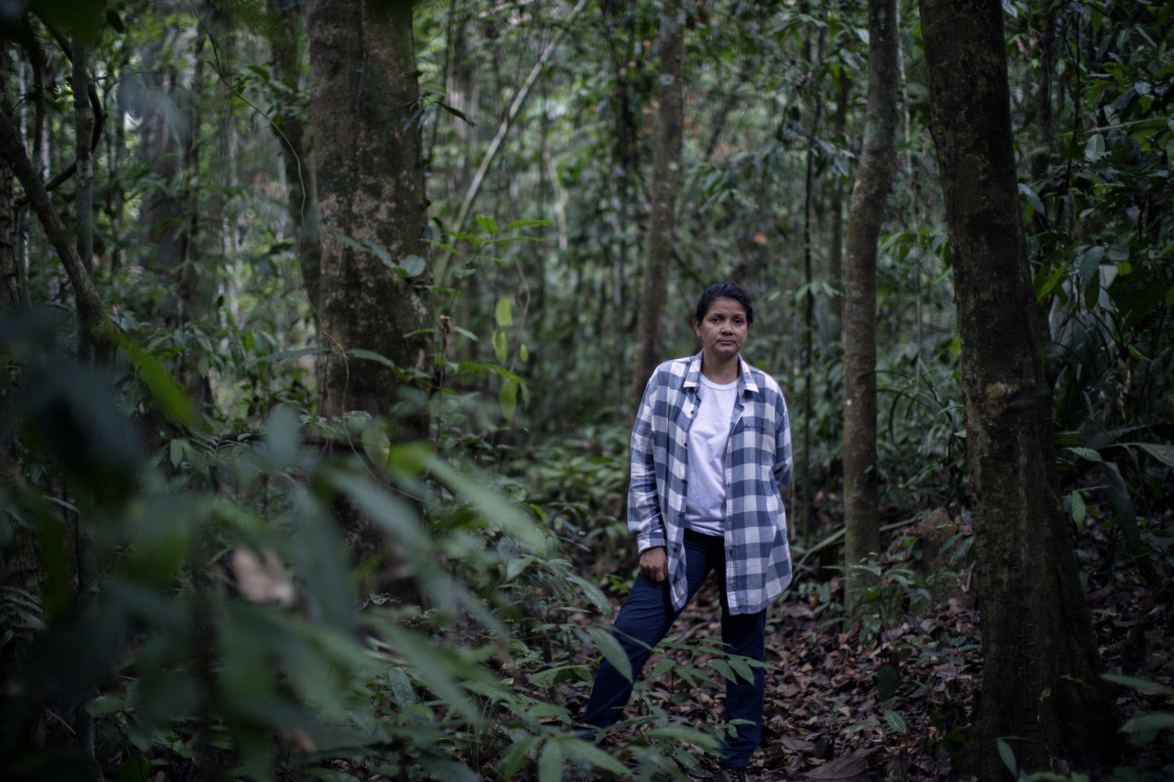 Claudelice no Projeto de Assentamento Agroextrativista (PAE), em Nova Ipixuna, Pará (Foto ©Marizilda Cruppe/Greenpeace)