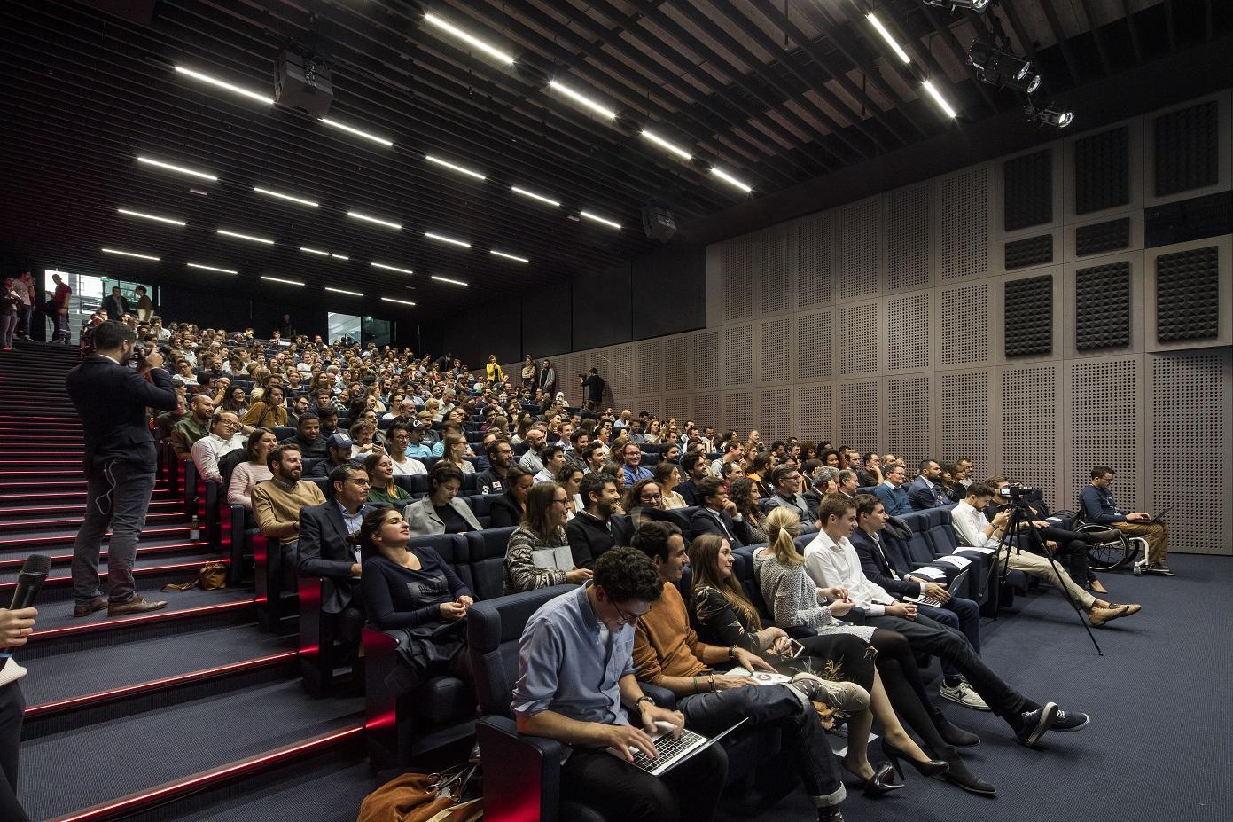A seleção das 200 startups participantes é feita por um comitê formado por 100 empreendedores de 21 países. Foto Patrick Tourneboeuf