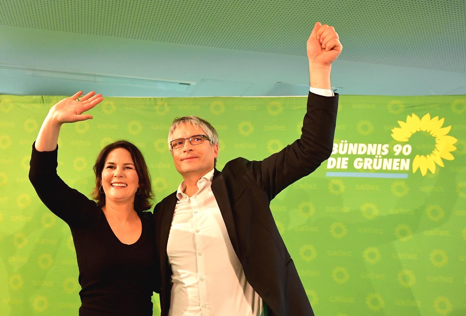 Lideranças do Partido Verde Alemão comemoram o resultado das eleições para o Parlamento Europeu. Foto Tobias SCHWARZ / AFP