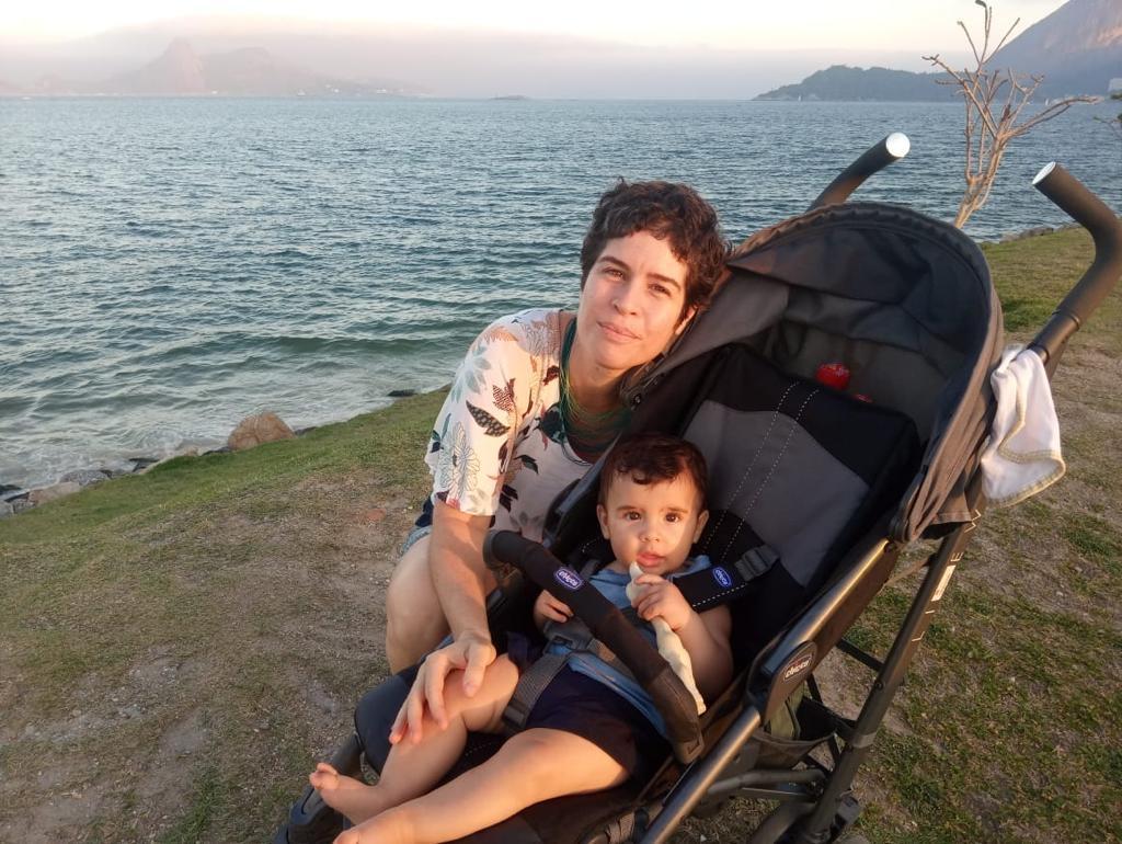 A paisagista e arquiteta Leila Pedrosa, com seu pequeno Levi: ovolactovegetariana - consome leite e ovo, mas nenhuma carne de origem animal - ela fez seu suplementação alimentar durante a gravidez acompanhada por projeto da maternidade-escola da UFRJ (Foto: Arquivo Pessoal)