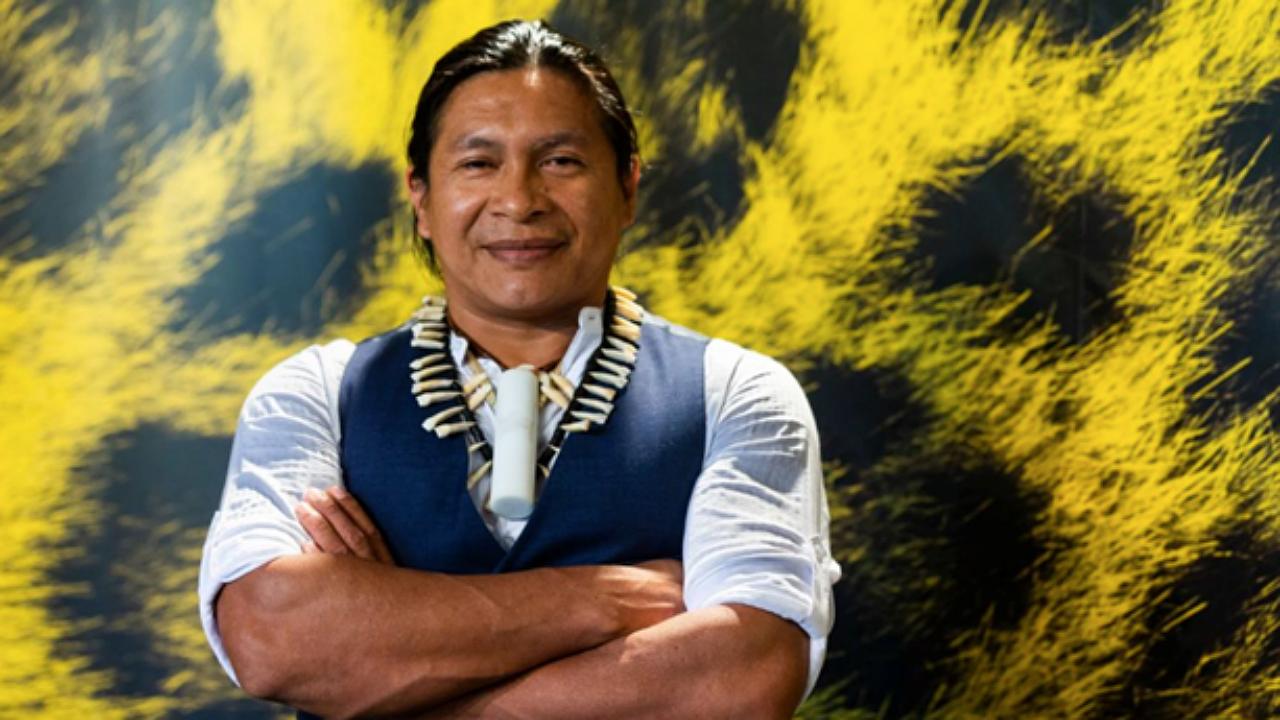 Regis Myrupu, indigena da etnia Desana, é o ator principal de A Febre, filme brasileiro já premiado na Europa e com exibição no Festival de Gotemburgo (Foto: Festival de Locarno/Divulgação)