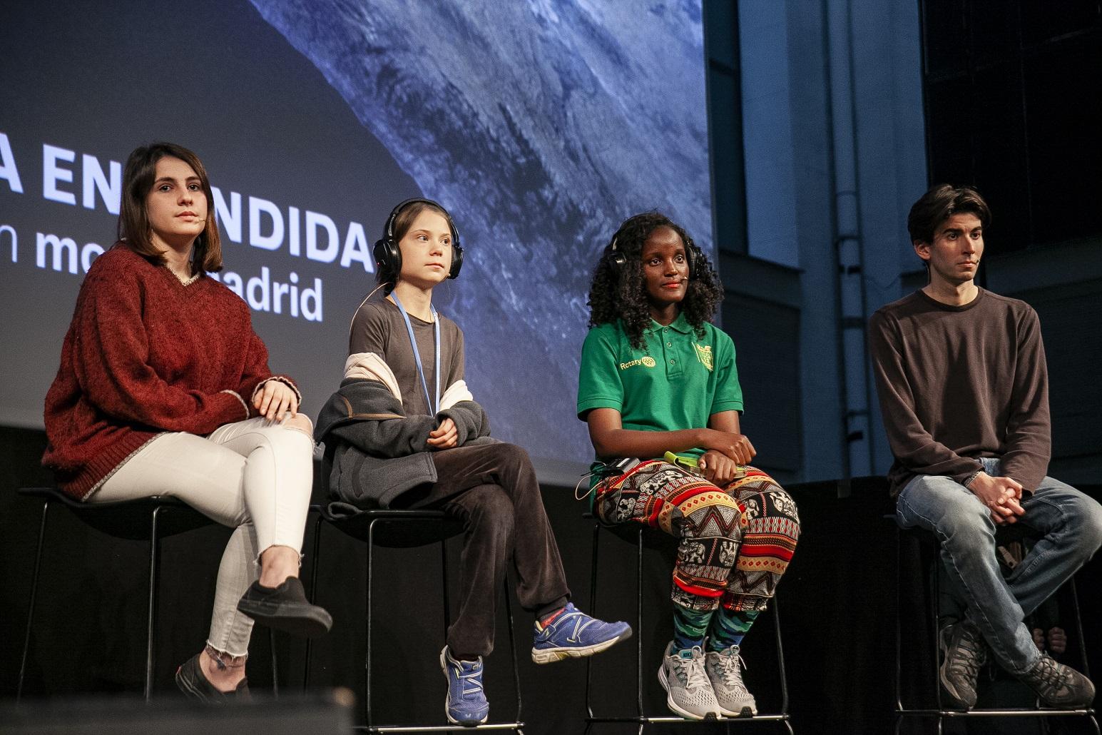Greta Thungberg, Vanessa Nakate e ouros jovens ativistas durante uma Conferência de Imprensa na COP25, em Madri. Foto Pablo Porlan / Hans Lucas