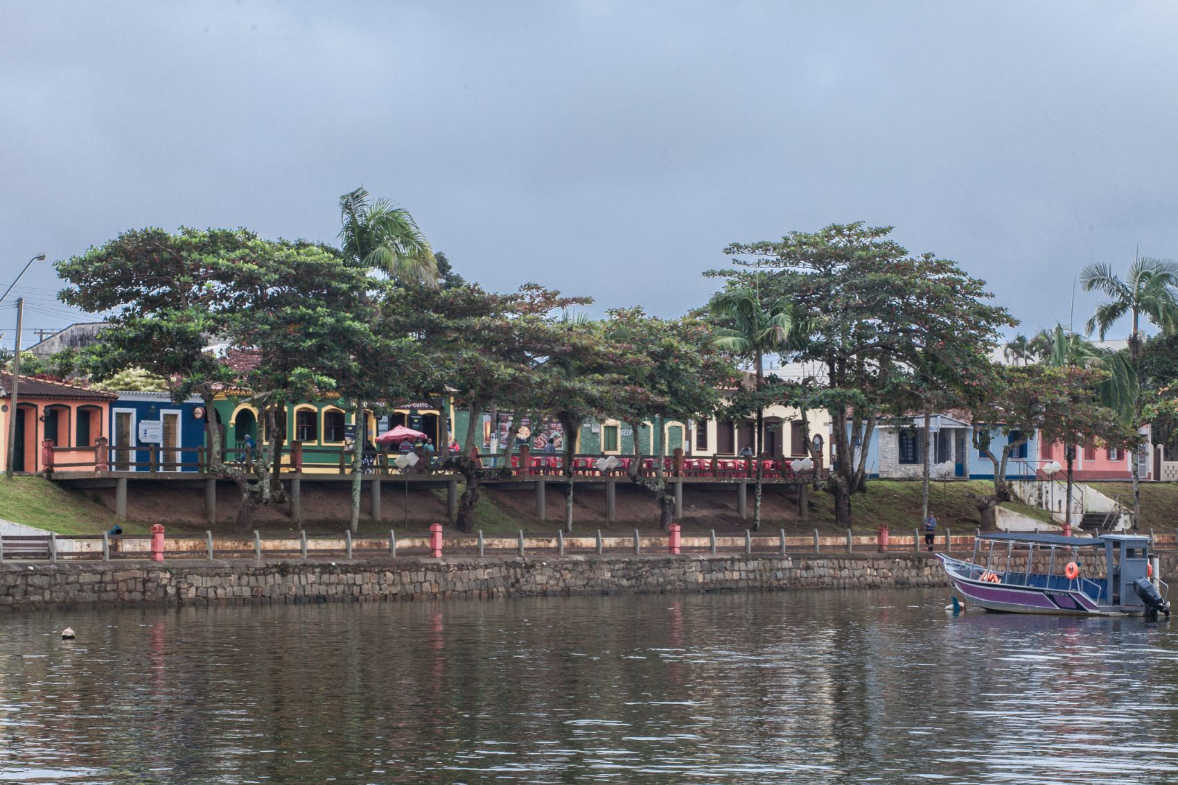 Vila de pescadores em Cananeia: cidade fundada em 1931 fica em reserva de Mata Atlântica tombada pela Unesco como Patrimônio Natural da Humanidade (Foto: Caio Ferrari)