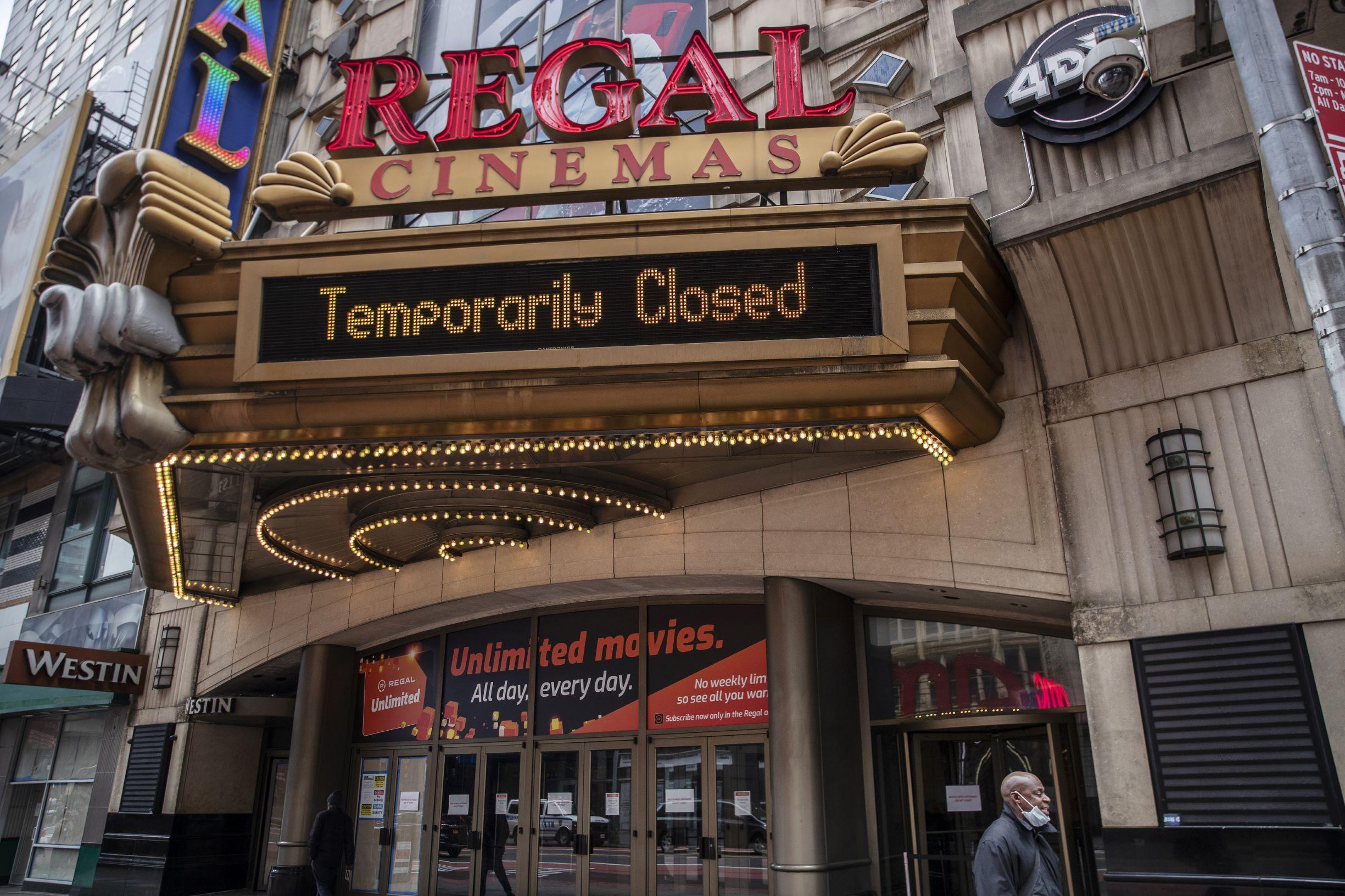 Cinema anuncia fechamento em Nova York: trabalhadores da indústria do entretenimento sofrendo com a recessão do coronavírus (Foto: Victor J. Blue/AFP)