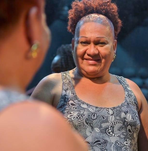 Keila Simpson parou com a atividade nas ruas, e agora, luta para garantir que outras mulheres prostitutas possam ter acesso à informação e à prevenção necessária (Foto: https://projetocolabora.com.br/)