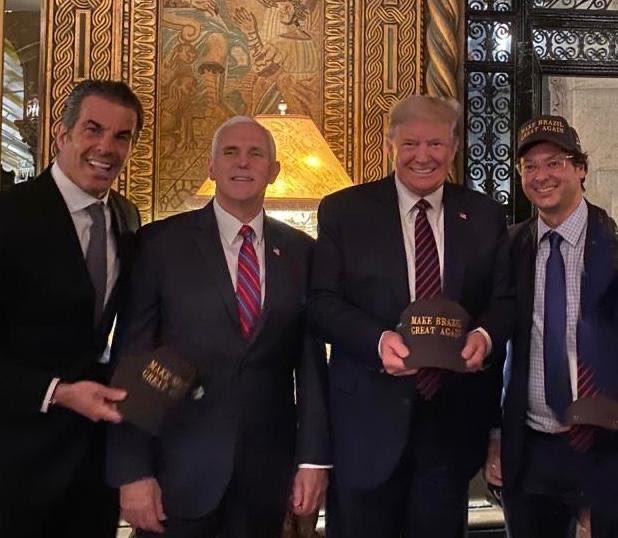 O presidente dos EUA, Donald Trump, posa ao lado do brasileiro Fábio Wajngarten que foi confirmado como portador do coronavírus. Foto Instagram