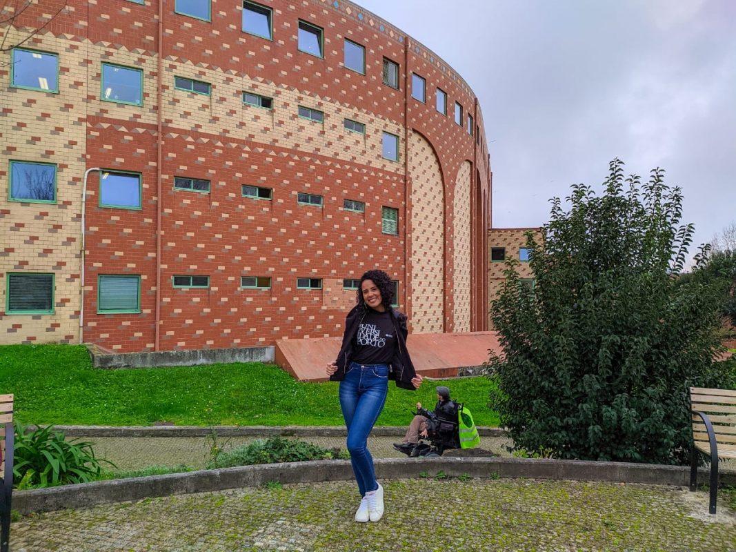 A bolsista Juliana Ferreira, de Ceilândia para a Universidade do Porto: tensão com a alta do euro e a pandemia de covid-19 (Foto: Arquivo pessoal)