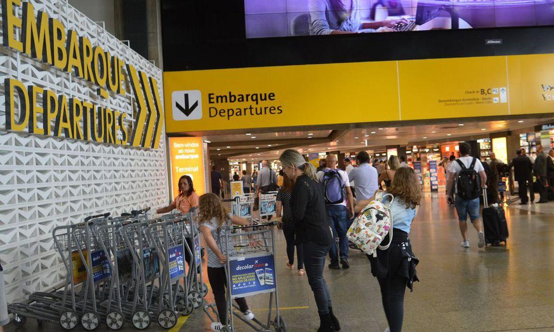 O Aeroporto Internacional de São Paulo, em Guarulhos, o mais movimentado da América do Sul, antes da pandemia: conexões aéreas decisivas na primeira fase, mas condições socioeconômicas devem influenciar num segundo momento (Rovena Rosa/Agência Brasil)
