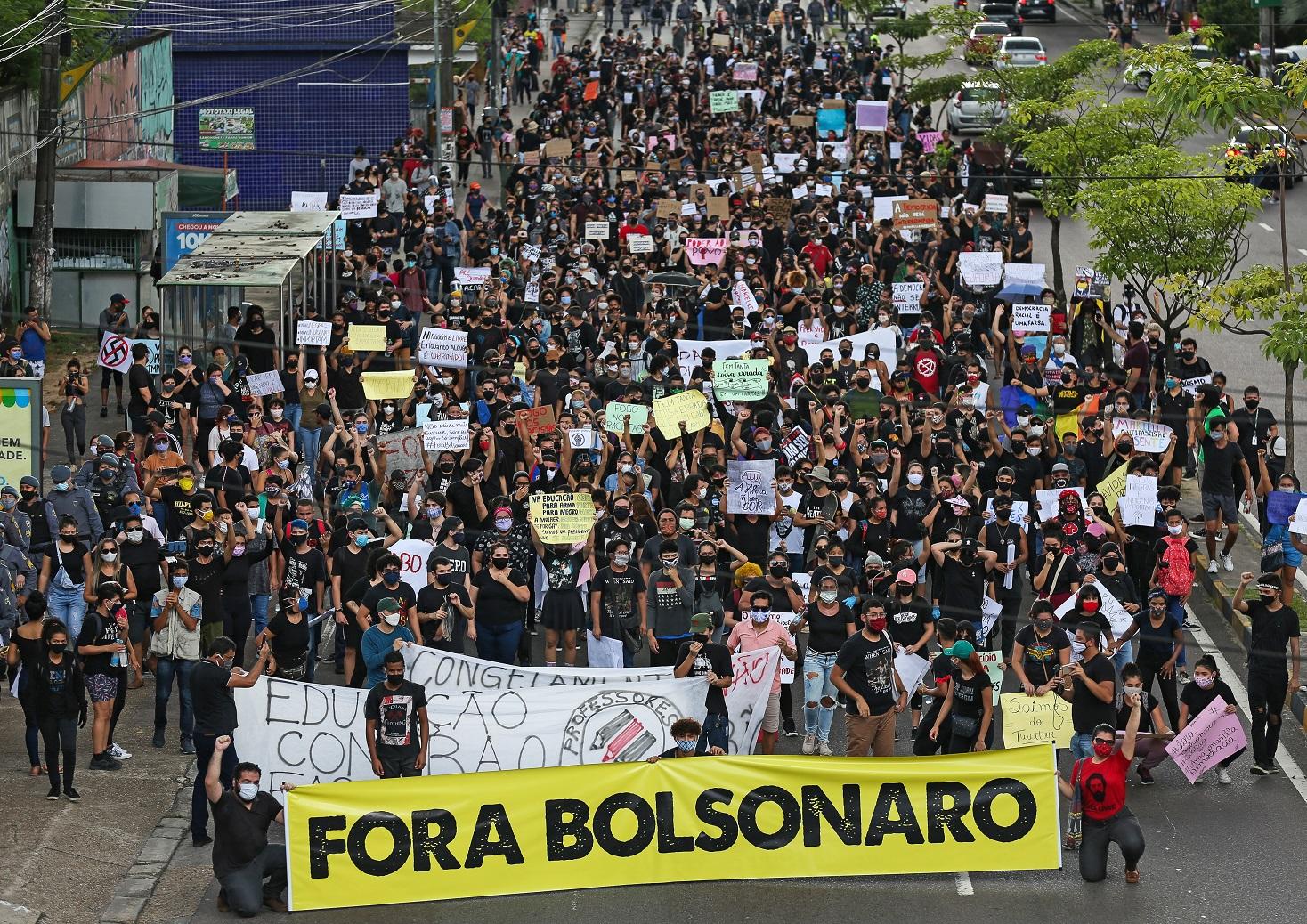 Em Manaus, na marcha anti-fascismo  'Amazonas para a Democracia' manifestantes pedem a saída do presidente Bolsonaro. Foto Michael Dantas/AFP