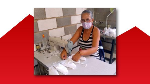 Costureira Sirlei de Paula ajuda na confecção de máscaras