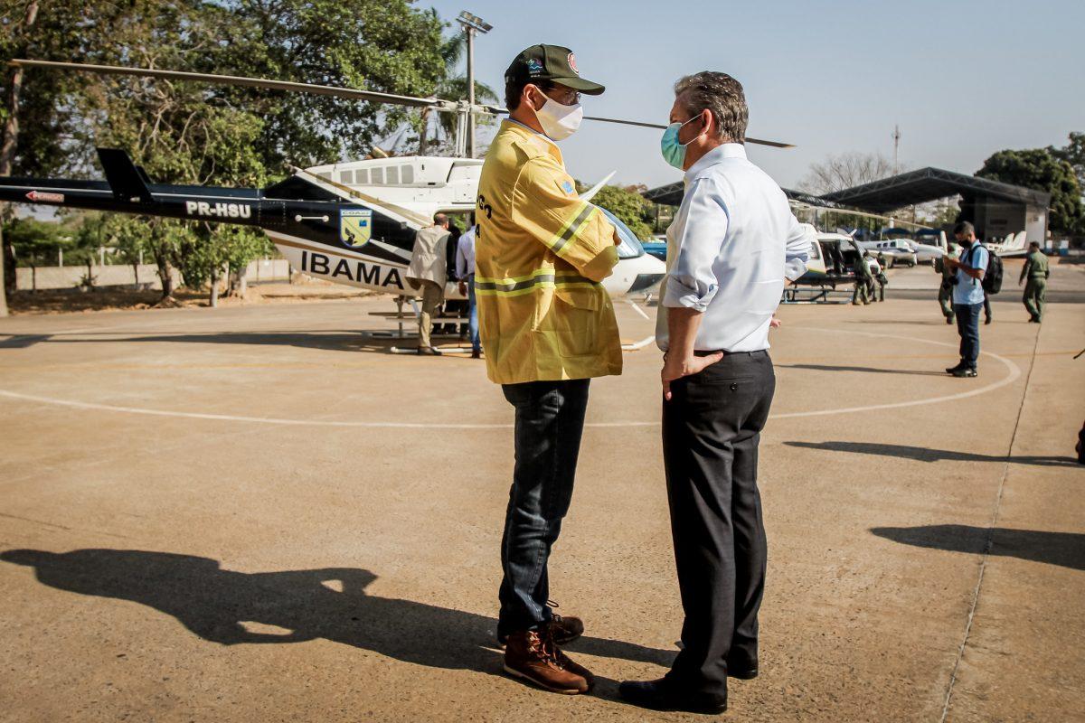 O ministro Ricardo Salles em viagem ao Mato Grosso para ver o fogo do Pantanal de helicóptero: Ministério do Meio Ambiente não gasta o pouco que tem (Foto: Christiano Antonucci Secom/MT)