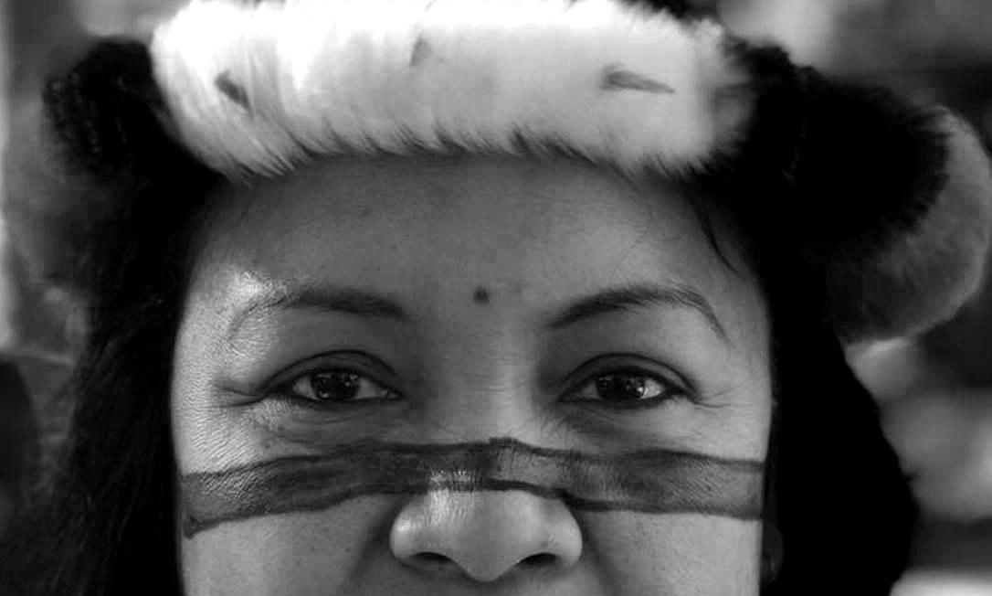 """Valéria Paye e a dor de contar os mortos indígenas pela covid-19: """"é muito difícil perder pessoas que você conhece a história e, de repente, vão embora assim"""" (Foto: Reprodução/Amazônia Real)"""