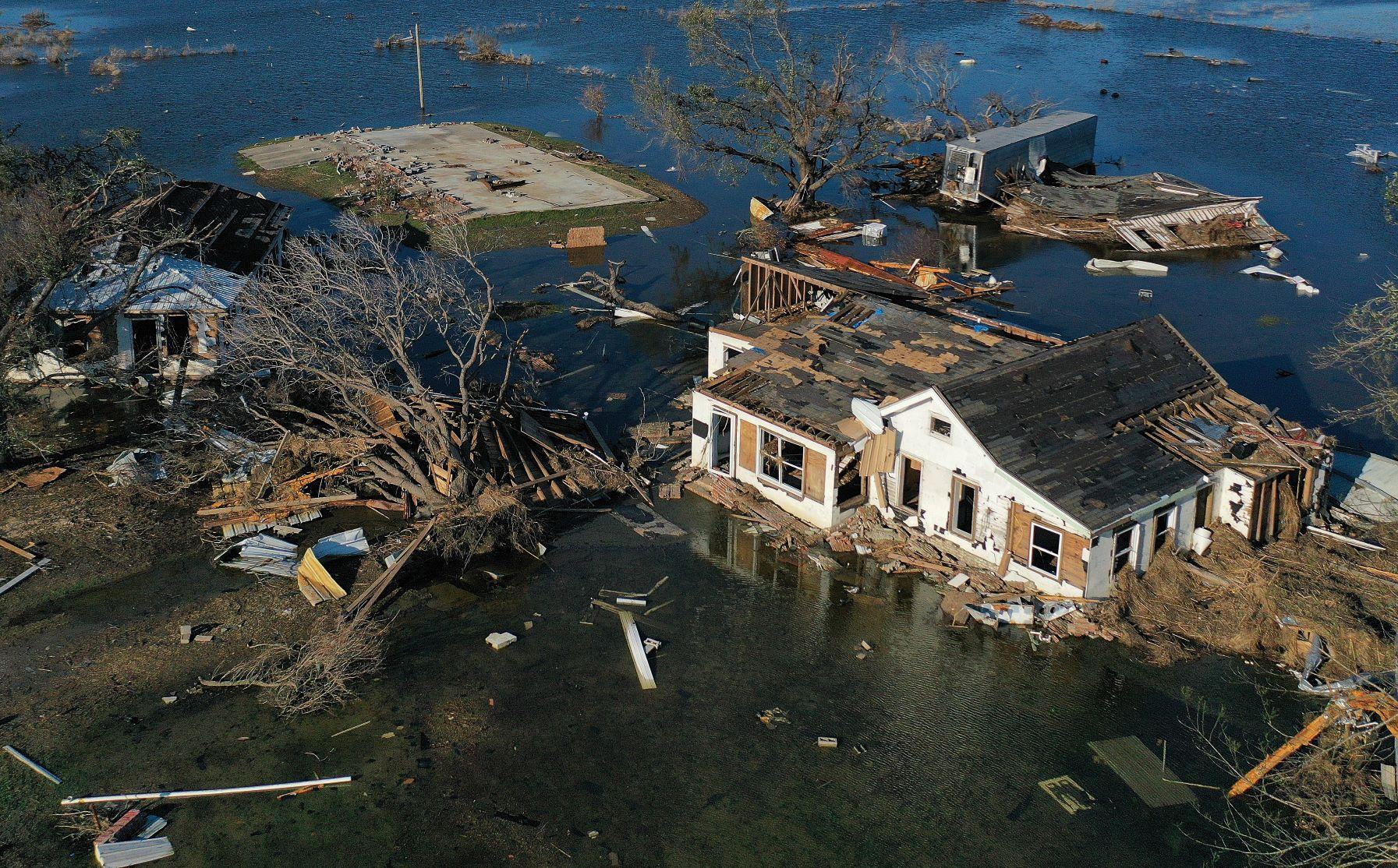Casas destruídas pela passagem do furacão Delta no estado americano da Louisiana: 2020 registra temporada recorde de furacões (Foto: Mario Tama/AFP)