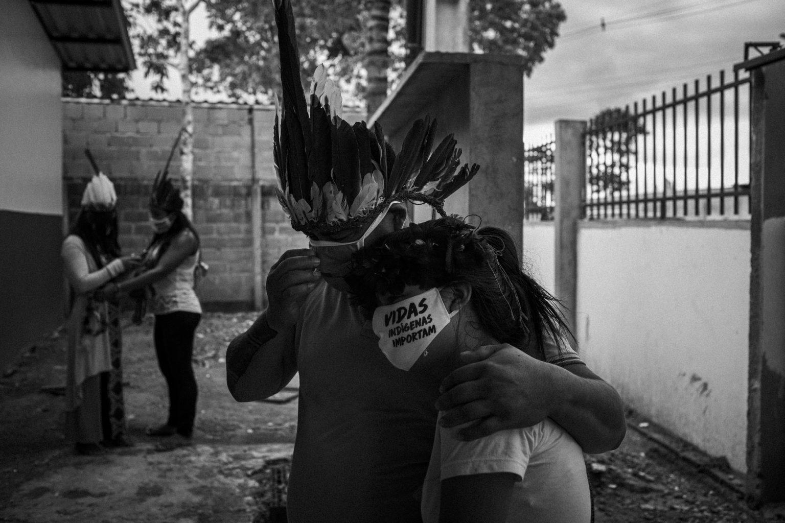Velório do cacique Aldenor Tikuna em Manaus: situação dos indígenas que vivem nas cidades e fora das terras homologadas pela Funai, é preocupante (Foto: Raphael Alves/Ensaio Insulae/Amazônia Real)