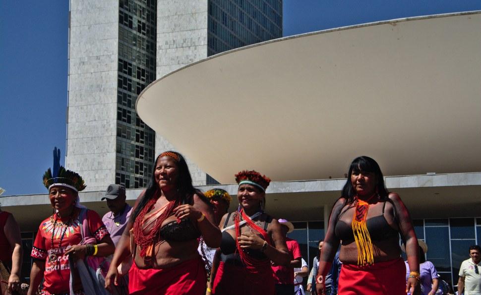 Mulheres indígenas após sessão no Congresso Nacional em 2019: mais de duas mil candidaturas indígenas em todo o país (Foto: Douglas Freitas/Deriva Jornalismo/Nonada)