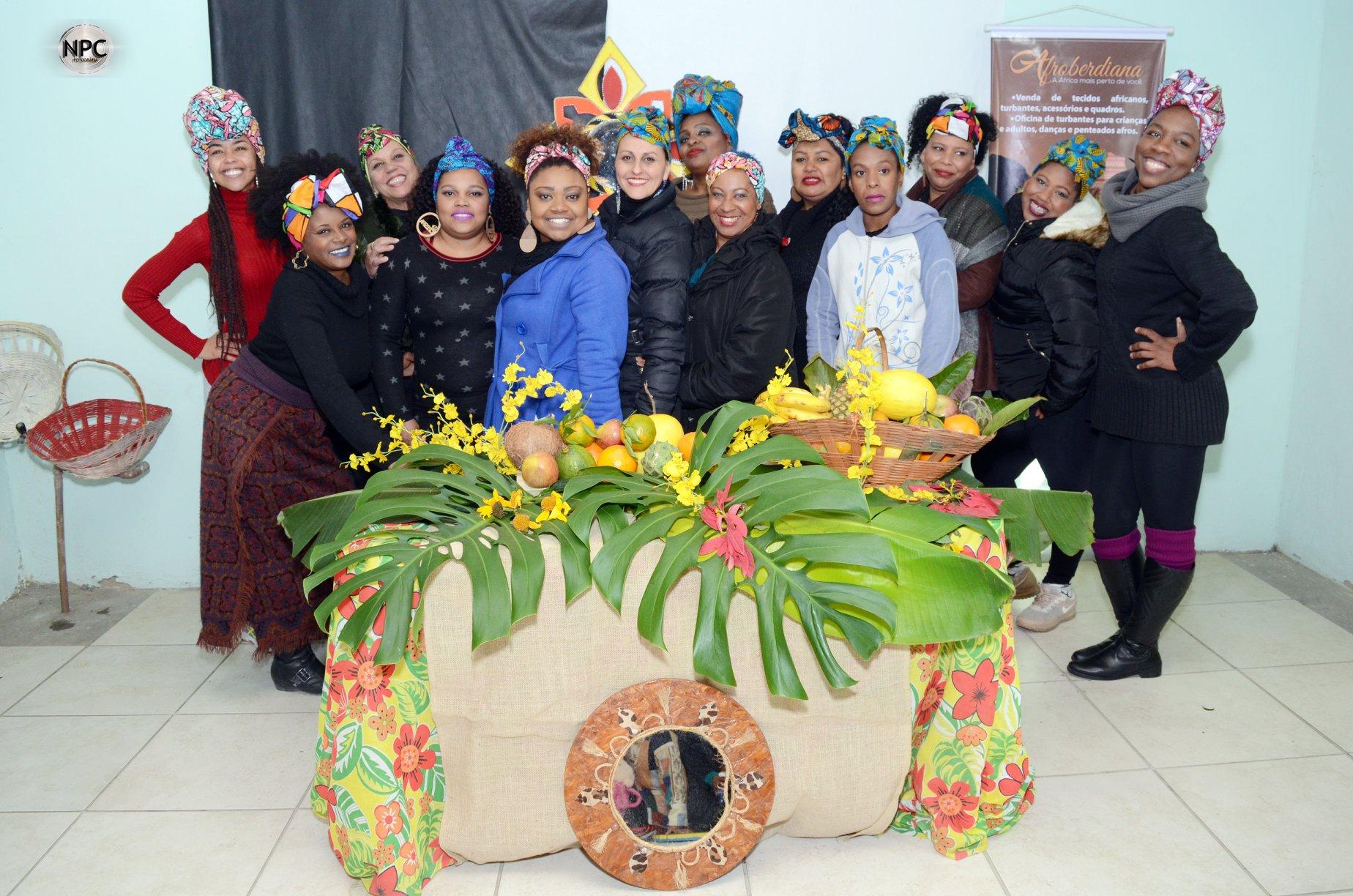 Mães crespas: grupo ajudou a manter movimento e agora também participam de atividades do Meninas Crespas, ao lado das crianças (Foto: Nílveo Christiano/Divulgação)
