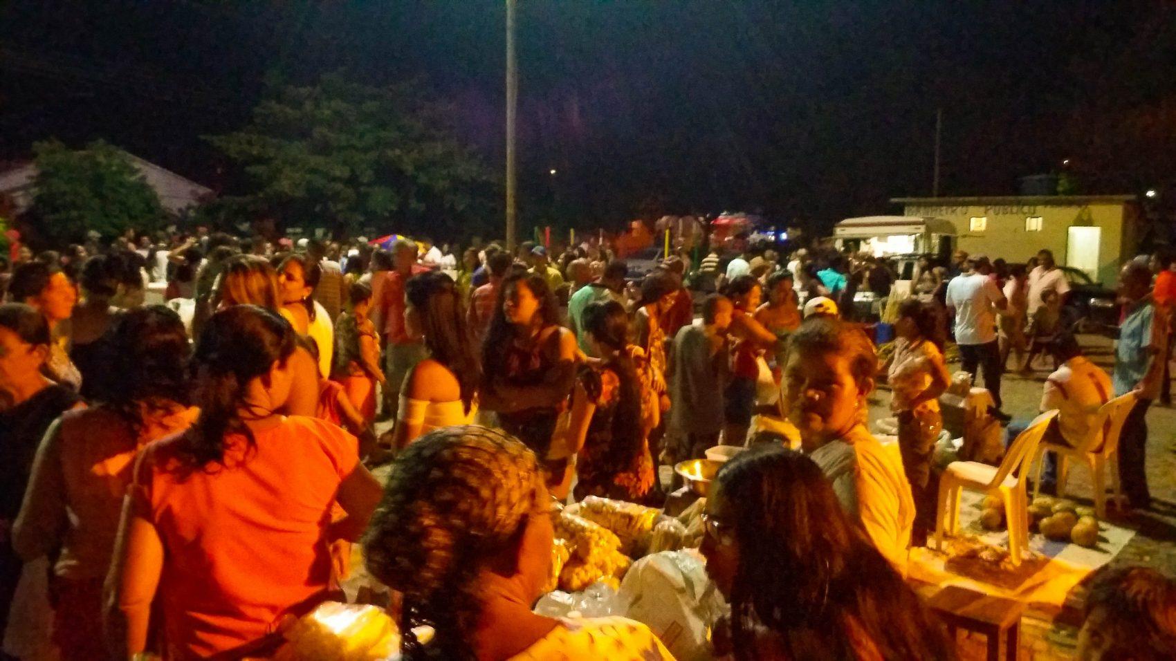 A feira de São Manoel, distrito de Correntina, antes da suspensão: venda de produção rural e local de lazer (Foto: Gisele Magalhães/Arquivo Pessoal)