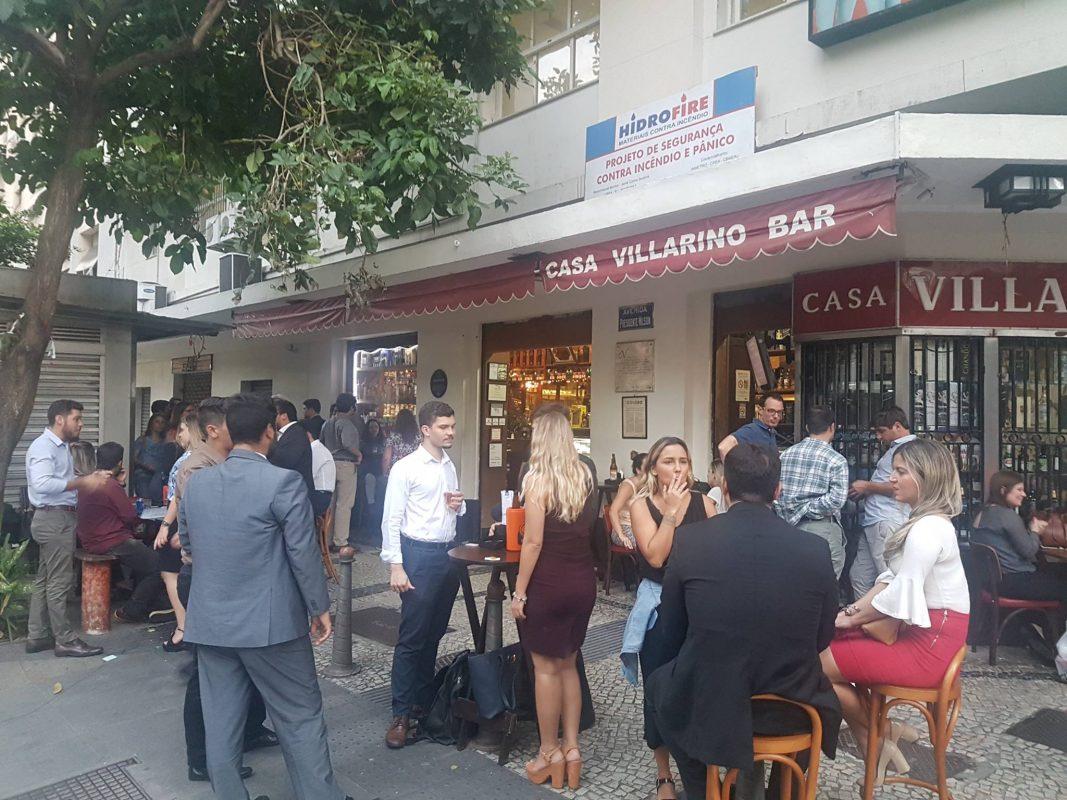 Calçada movimentada da Casa Villarino em 2017: sopro de renovação da clientela durante a crise (Foto: Oscar Valporto)
