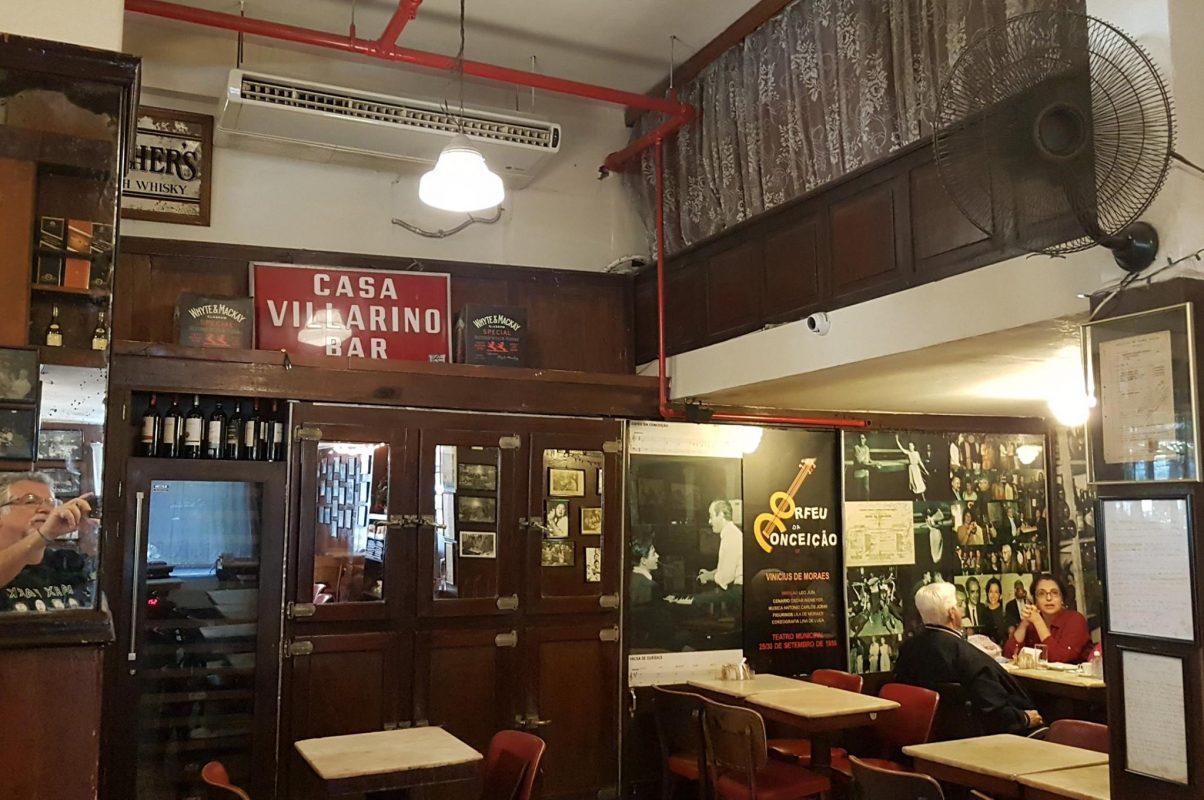 Tom, Vinicius e Orfeu da Conceição nas paredes da Casa Villarino: tributo ao encontro histórico da Bossa Nova (Foto: Oscar Valporto)