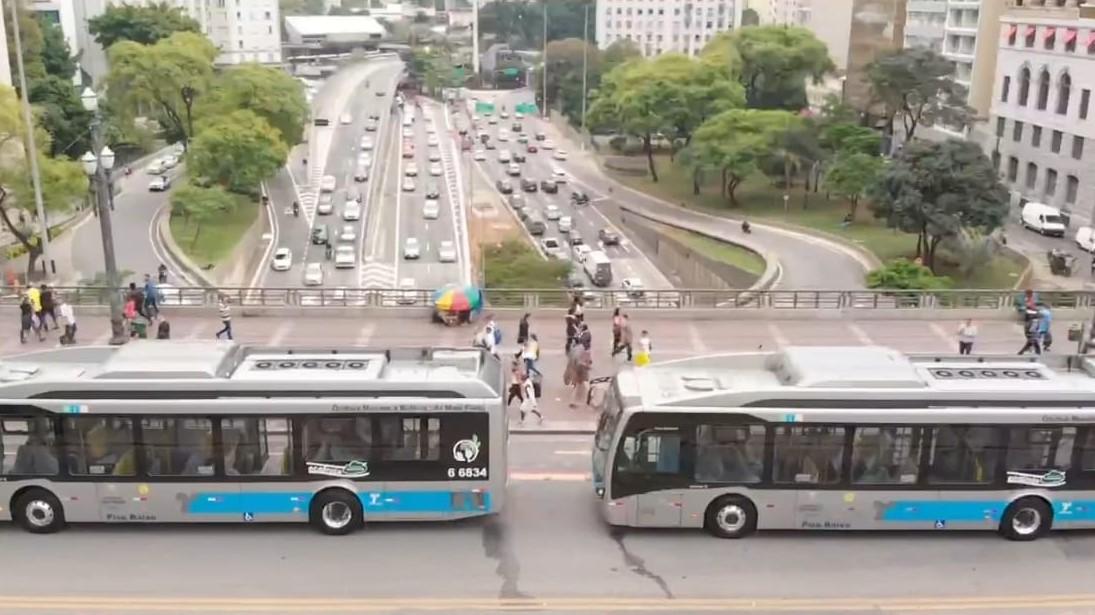 Ônibus elétricos em São Paulo: capital paulista conta com a maior frota de ônibus 100% elétrico do país - atualmente, são 217 ônibus elétricos em circulação (Foto: Divulgação/BYD)