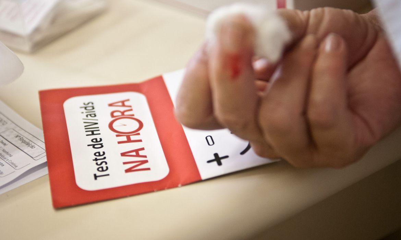 Pesquisadores afirmam que muitos serviços de testagem para Infecções Sexualmente Transmissíveis (ISTs), durante a pandemia, reduziram o horário de atendimento e o número de testagens (Foto: Marcelo Camargo/Agência Brasil)