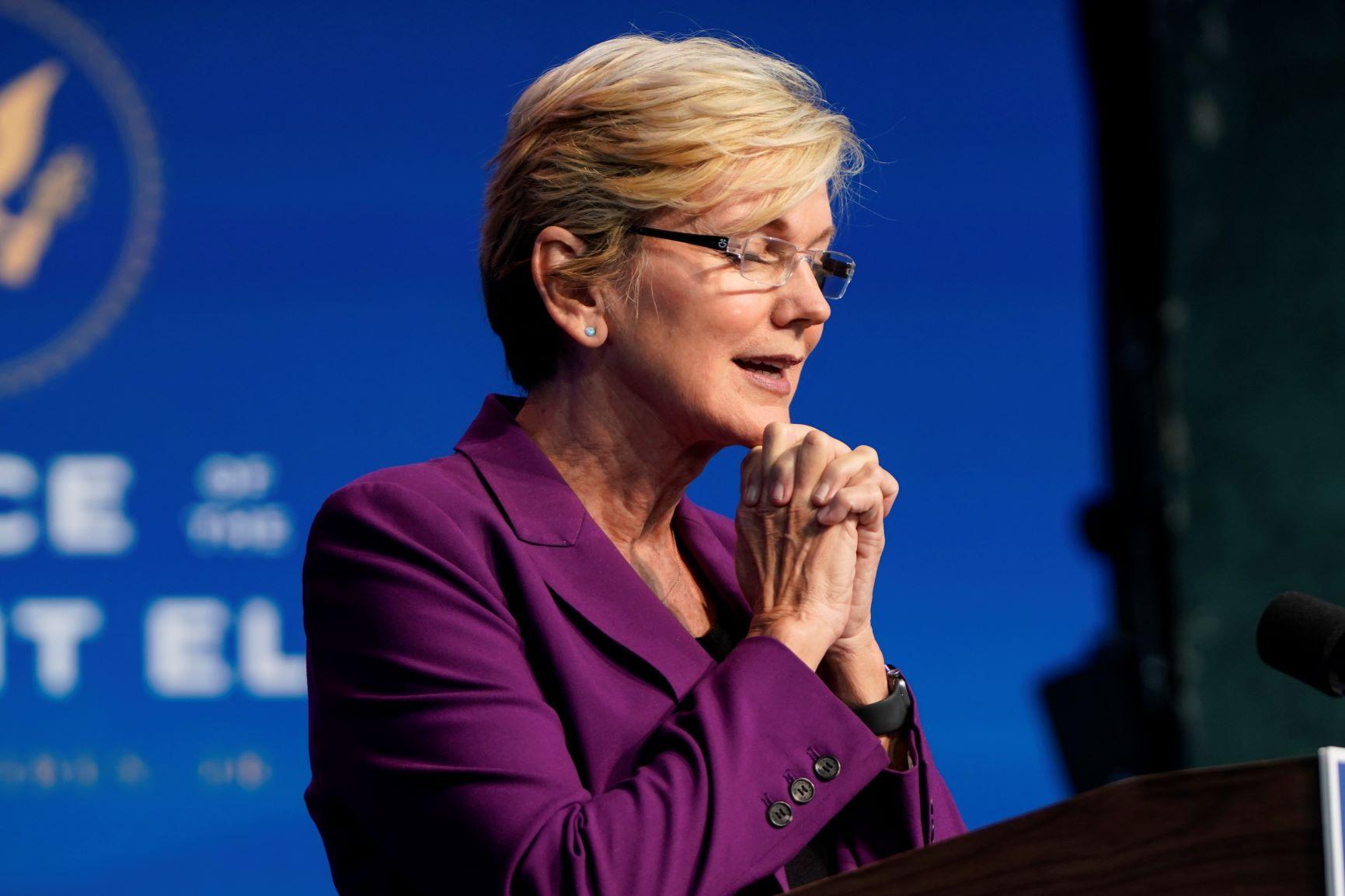 A ministra da Energia, Jennifer Granholm, ex-governadora do Michigan: desafios para acelerar mudança para energias renováveis (Foto: Joshua Roberts/Getty/AFP - 19/12/2020)