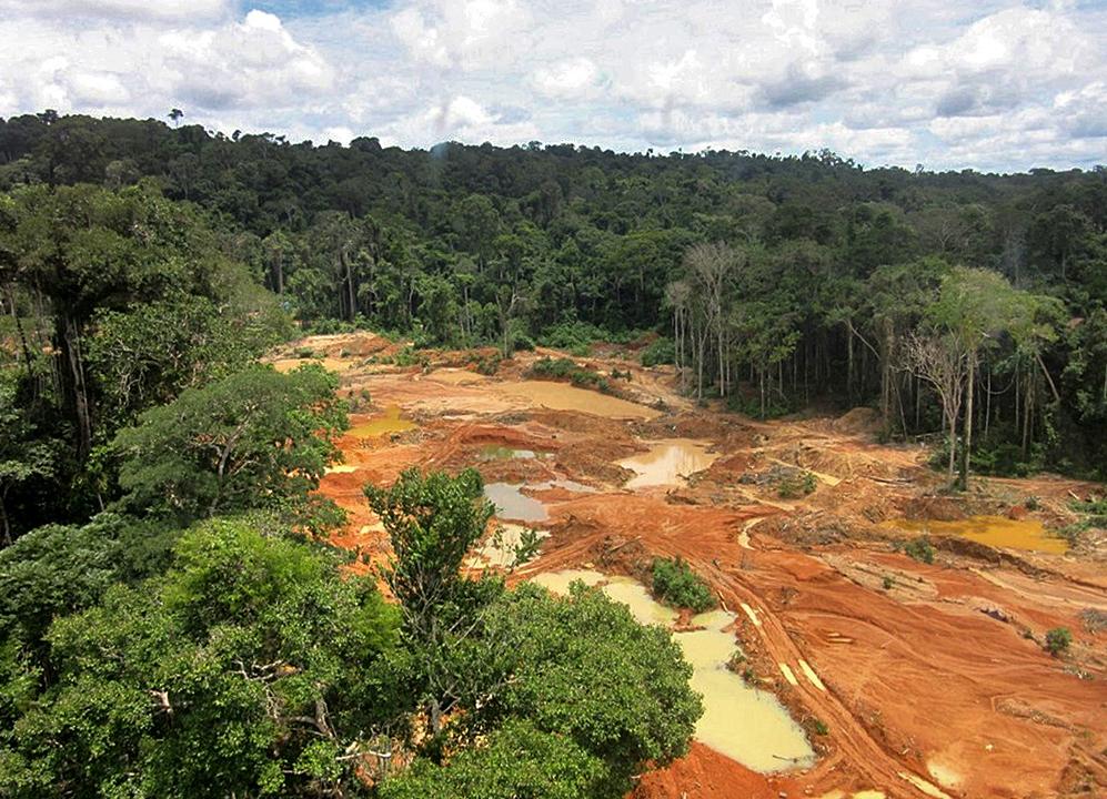Garimpo ilegal em reserva indígena em Rondônia: tentativa de liberação de mineração em terras indígenas preocupa ambientalistas (Foto: Polícia Federal /AFP - 24/09/2020)