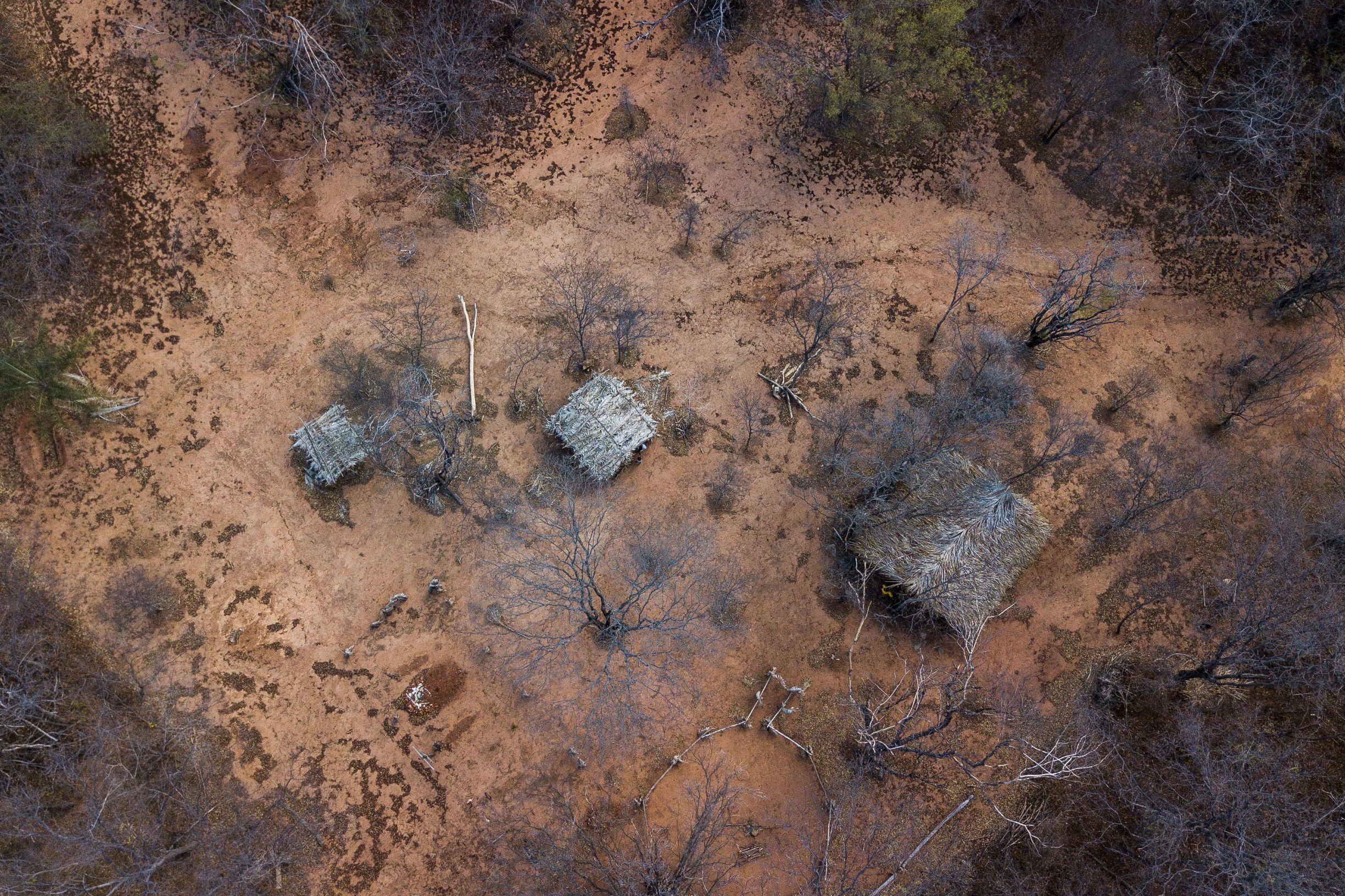 Casas de indígenas na reserva Xakriabá: restrição territorial e dependência externa (Foto: Flávio Tavares)