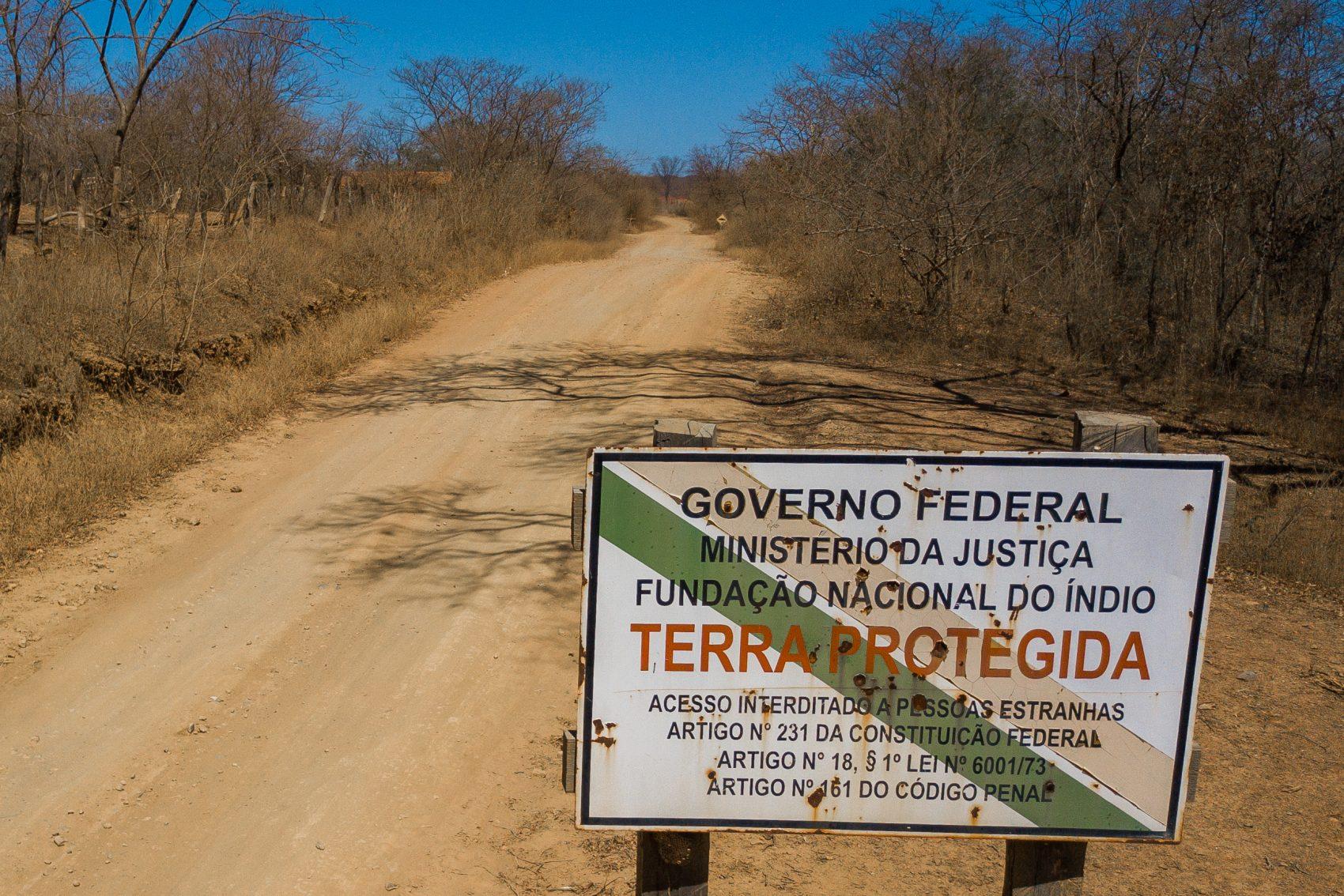 Entrada da reserva Xakriabá: menos da metade do território tradicional reivindicado pelos indígenas (Foto: Flavio Tavares/Projeto Colabora)