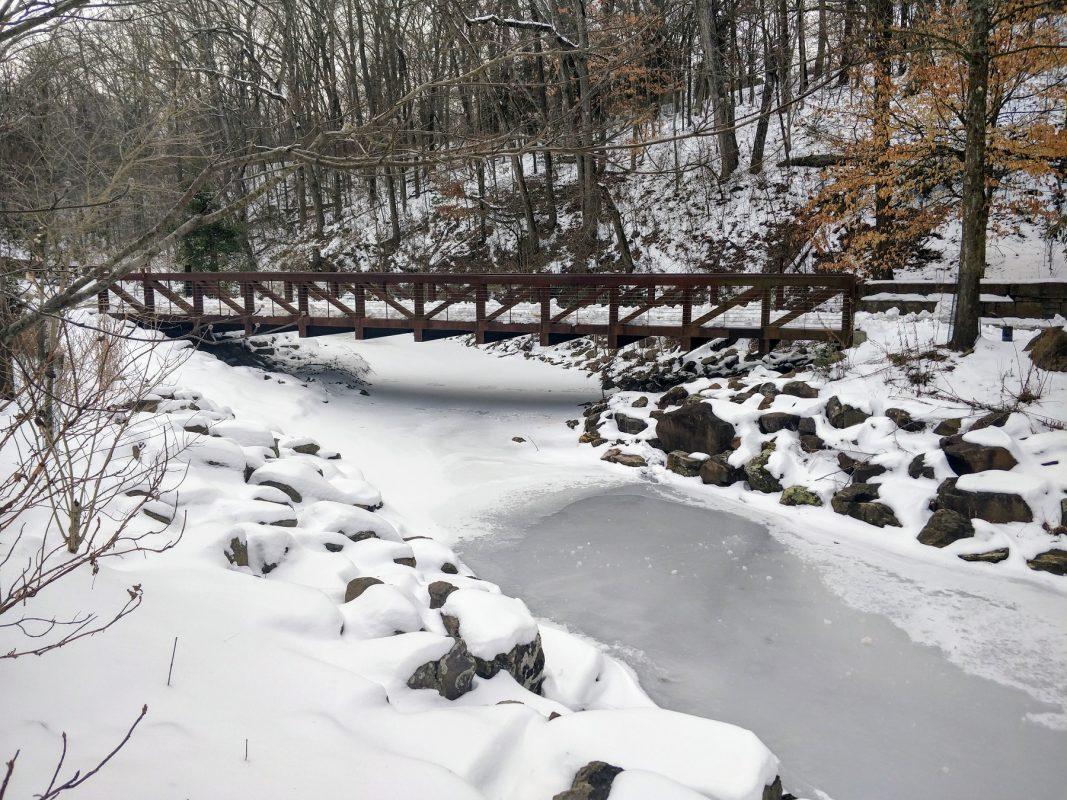 Onda de frio: rio congelado em Bentonville, Arkansas