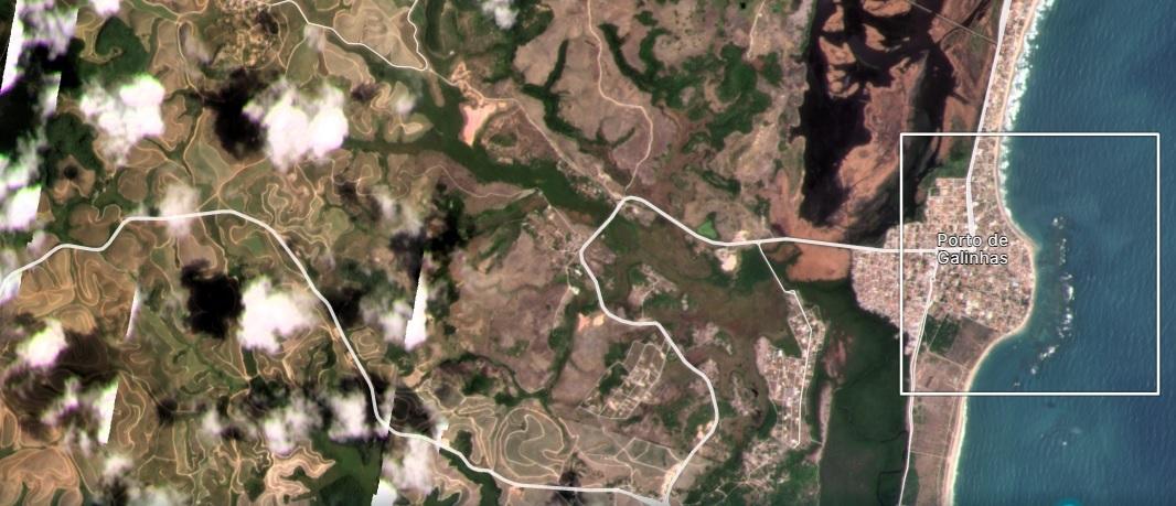 Vista de satélite de Porto de Galinhas, com fumaça indicando pontos de queimadas, em dezembro de 2020 (Imagem: Planet.com)
