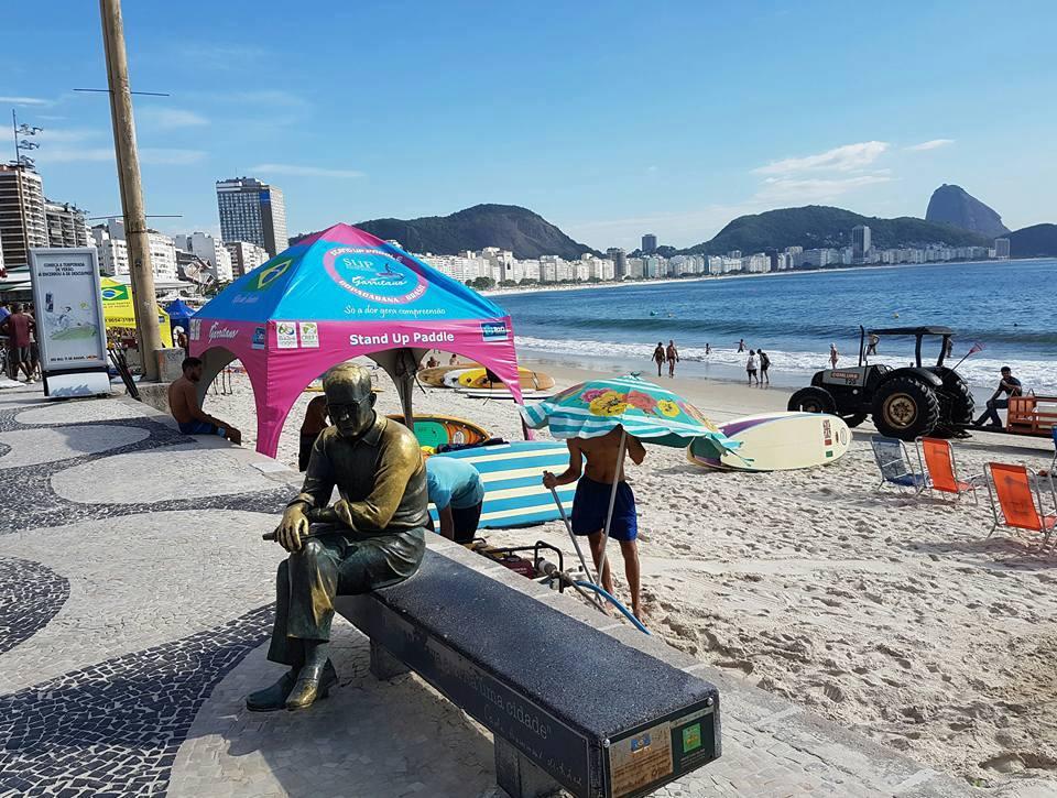 A estátua do poeta no Posto 6: atração turística (Foto: Oscar Valporto - 01/02/2017)