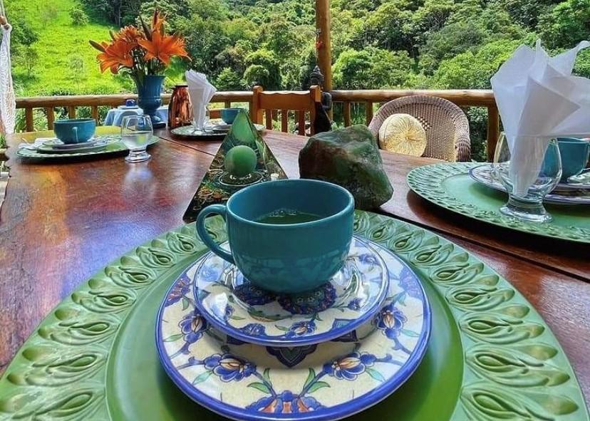 Hotéis veganos: chá no Lavandas na Varanda, em Monte Verde, MG