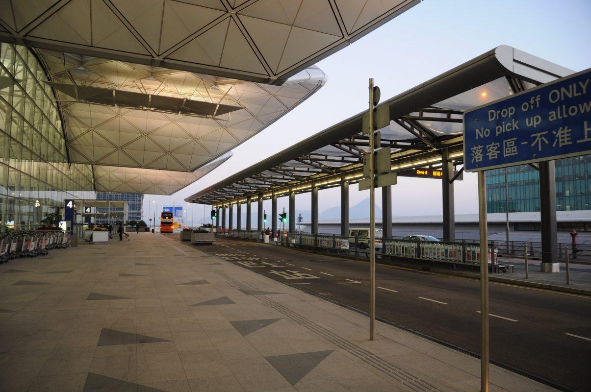 Aeroporto de Hong Kong vazio durante a pandemia