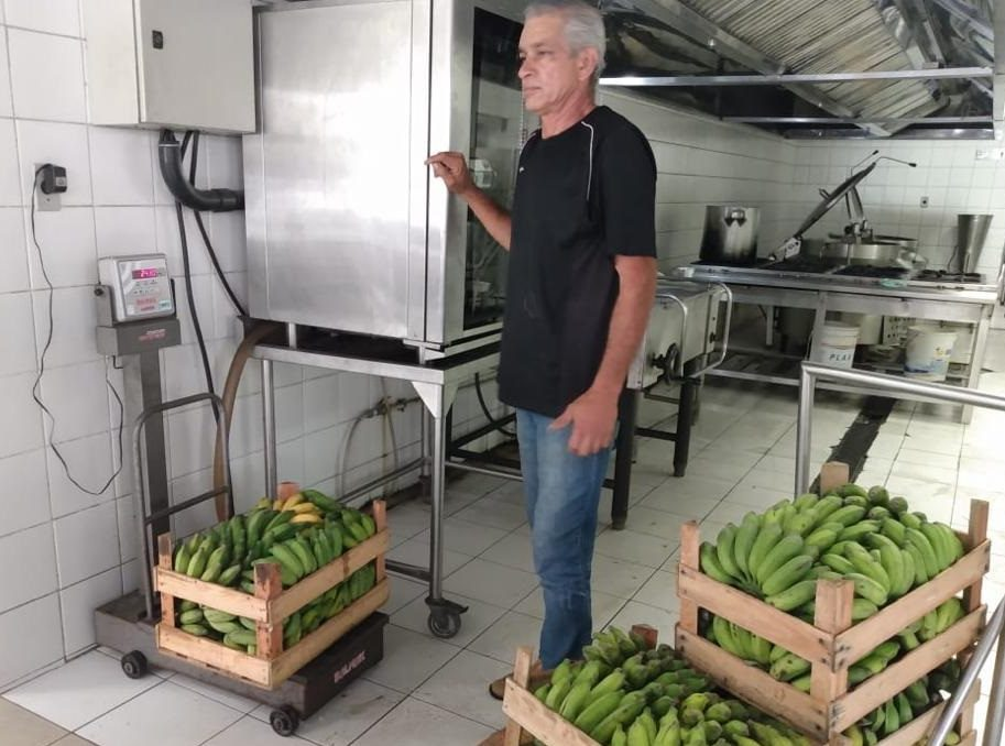 Inspeção de alimentos na cozinha do restaurante universitário da UFRRJ, antes da pandemia. Foto Divulgação