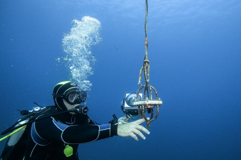 Hidrofone usado por pesquisadores da agência francesa de biodiversidade na costa de Ajaccio, no Mar Mediterrâneo: cada vez mais estudos sobre poluição sonora na vida marinha (Foto: Boris Horvat / AFP)