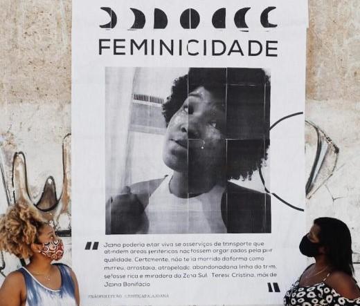 Teresa Cristina (à direita), mãe de Joana, e a pesquisadora Rafaela, prima da universitária atropelada: revolta com o descaso (Foto: Fael Miranda/Casa Fluminense)