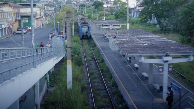 Trem na estação Coelho da Rocha: ramais que atravessam a Baixada são alvos de reclamações sobre abandono e falta de manutenção (Foto: Laís Dantas/Casa Fluminense)