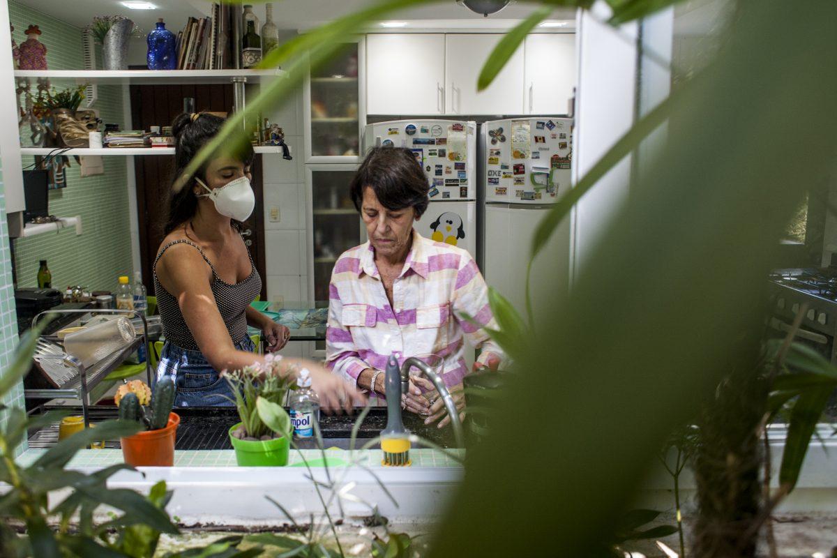 Júlia com a mãe: a história de Mariza motivou essa série de reportagens sobre Alzheimer
