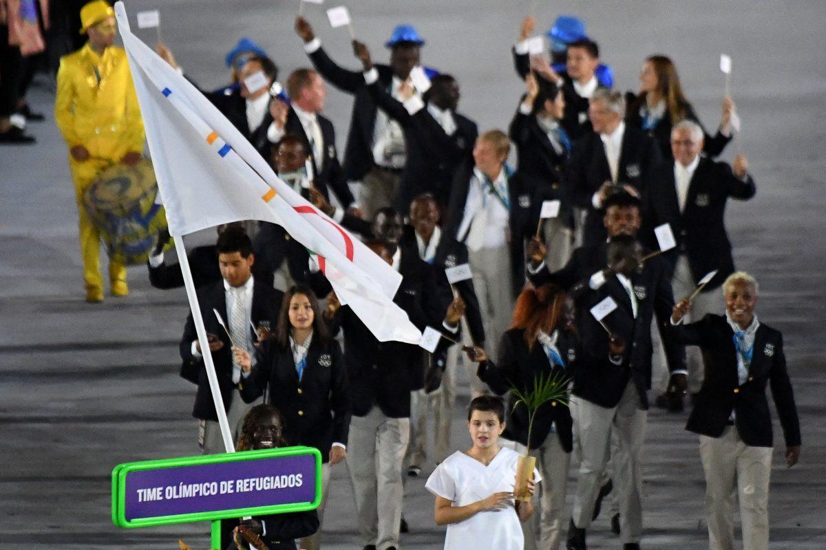 Time olímpico de refugiados na cerimônia de abertura da Rio 2016