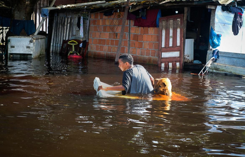 Bairro do Puraquequara, em Manaus, tomado pelas águas: cheia histórica do Rio Negro (Foto: Alberto César Araújo/Amazônia Real - 23/05/2021)