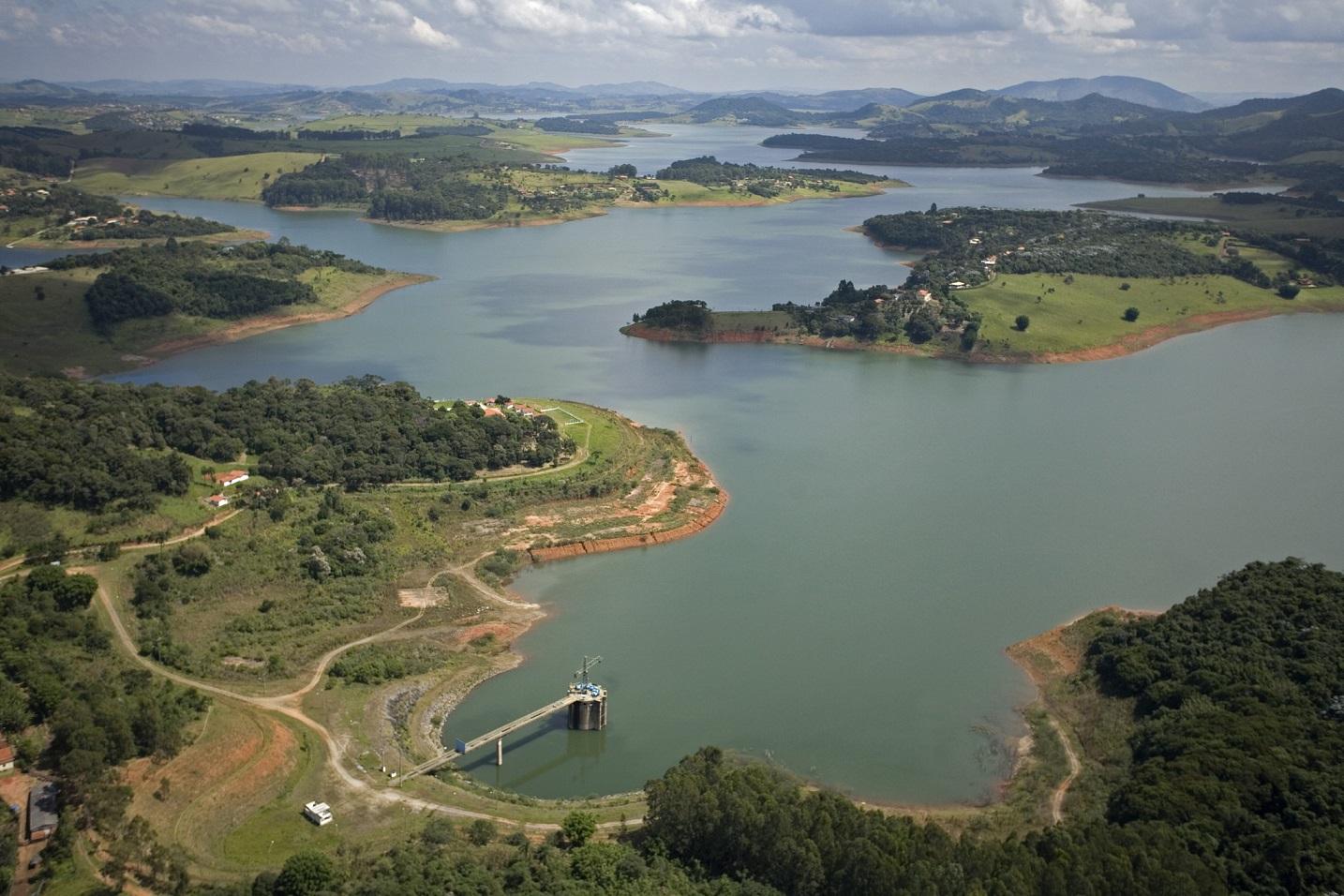 Imagem aérea do sistema Cantareira durante a crise hídrica de 2016. Foto Erik Lopes/TNC