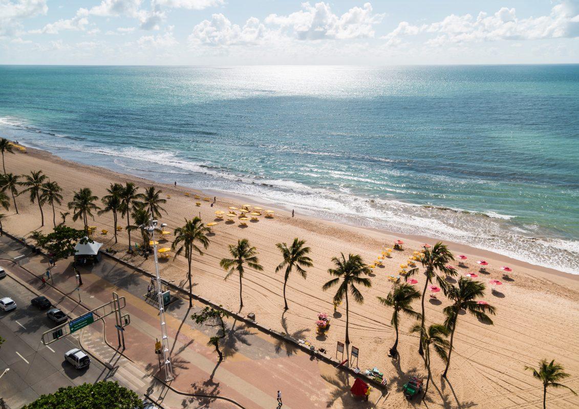 Praia da Boa Viagem: no bairro cartão-postal do Recife passa o ex-rio Jordão