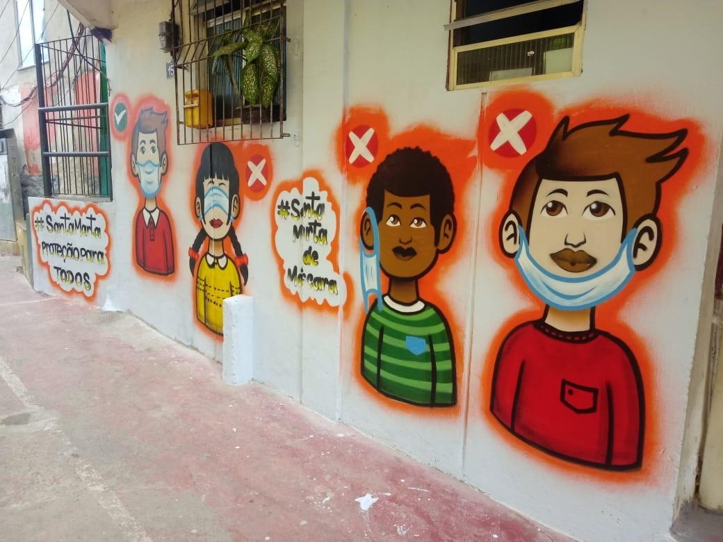 Grafite incentiva o uso de máscaras na Favela Santa Marta. Foto Grupo ECO Santa Marta