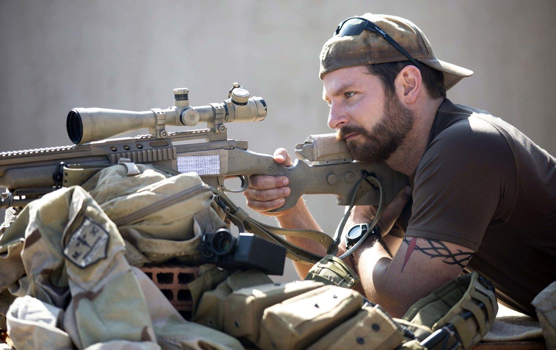Bradley Cooper em Sniper Americano: críticos acusaram o filme de fazer propaganda republicana das intervenção dos EUA no Oriente Médio (Foto: Divulgação)