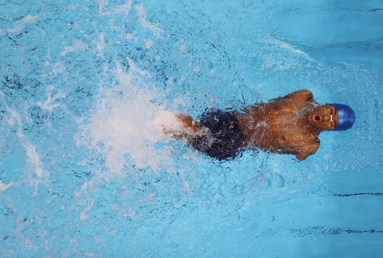 Gabriel Santos, o Gabrielzinho: deficiência severa, dois ouros e uma prata na natação. Foto Takumi Harada/The Yomiuri Shimbun/AFP