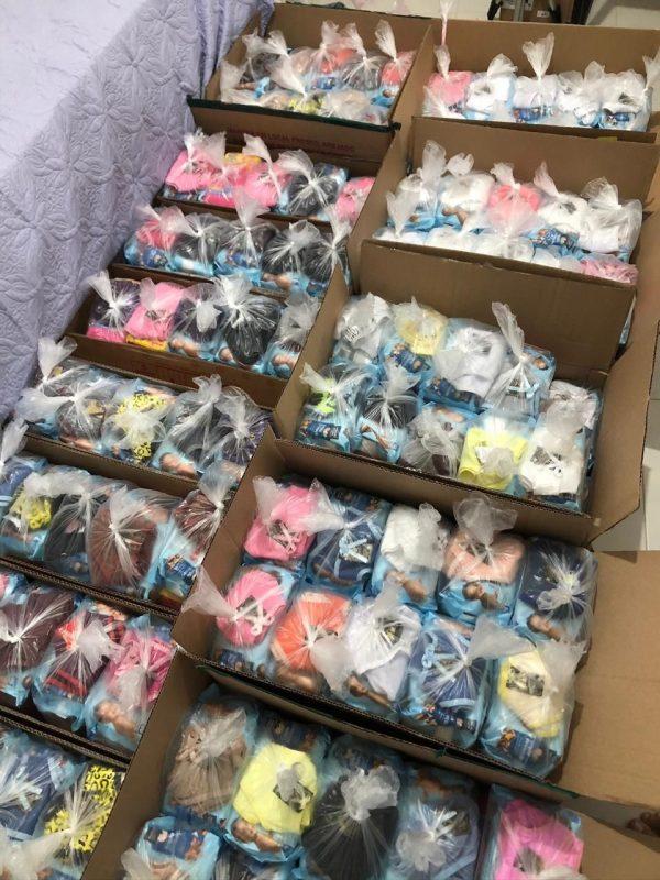 """O coletivo """"Todas por Todas"""" distribui absorventes, calcinhas, papel higiênico e lenços umedecidos. Foto Divulgação"""